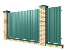 Забор с кирпичными столбами и профнастилом с цоколем
