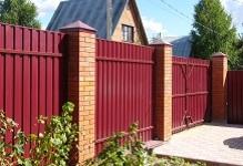 Забор с кирпичными столбами в Ногинске