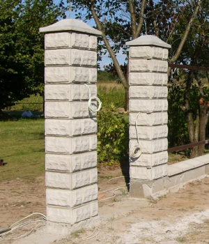 Кладка столбов из блоков
